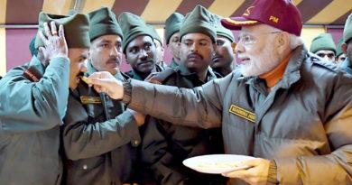 प्रधानमंत्री ने उत्तराखंड में जवानों के साथ दीपावली मनाई
